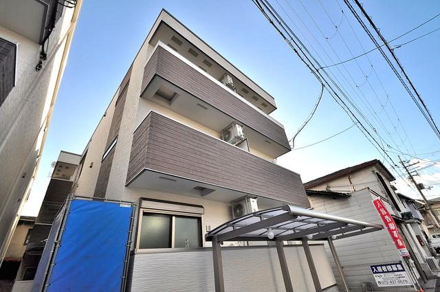 フジパレス高井田西Ⅰ番館 閑静な住宅地にある、落ちついた色合いのキレイな建物です。