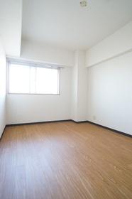 洋室7.2帖 角部屋です