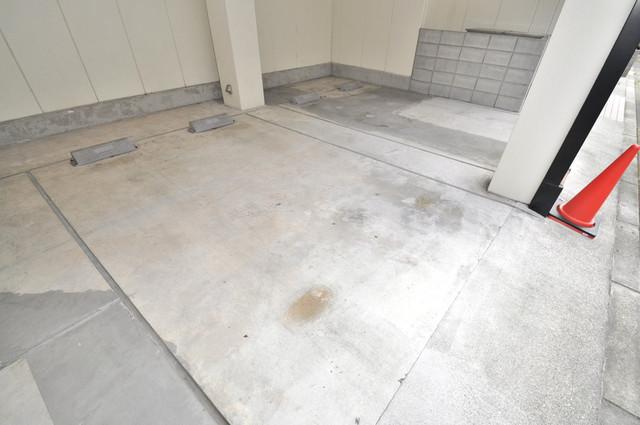 ヒューマニー 1階には駐車場があります。屋根付きは嬉しいですね。