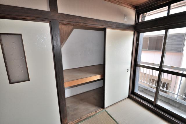 太平寺2丁目 連棟住宅 各部屋に収納があるので、お荷物が多い方も安心ですね。