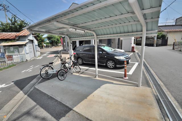 リバーサイド金岡Ⅲ番館 屋根付きの駐輪場は大切な自転車を雨から守ってくれます。
