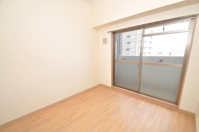 Social Village(ソシアル ビレッジ) 朝には心地よい光が差し込む、このお部屋でお休みください。