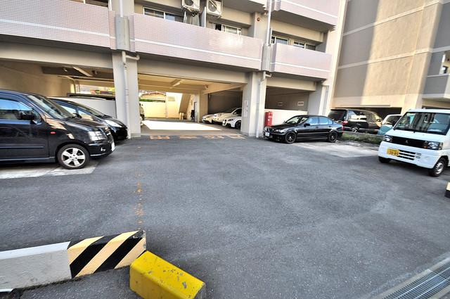 カーサノベンタ 敷地内にある駐車場。愛車が目の届く所に置けると安心ですよね。