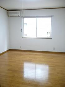 https://image.rentersnet.jp/86d391ef-8984-48a6-abe0-60744252f8b0_property_picture_959_large.jpg_cap_居室