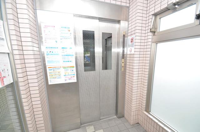 デ・リード高井田駅前 嬉しい事にエレベーターがあります。重い荷物を持っていても安心