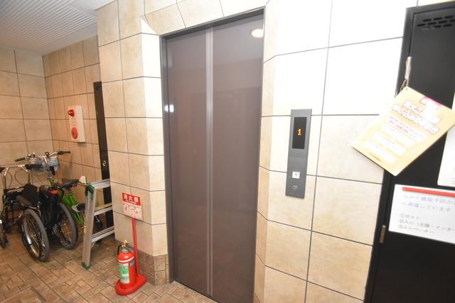 Q's(キューズ) 嬉しい事にエレベーターがあります。重い荷物を持っていても安心