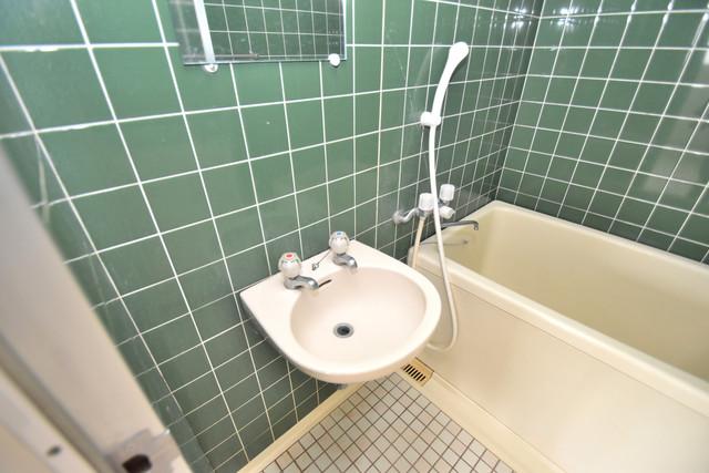 マンションSGI今里ロータリー 小さいですが洗面台もあります。