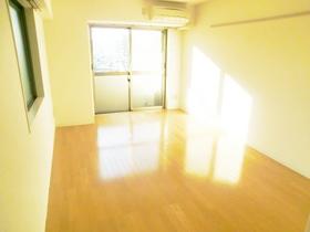 2面採光でとても明るいお部屋です。