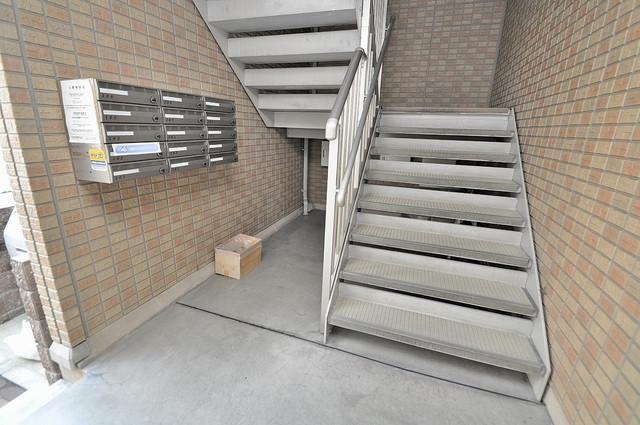 エクレール上小阪 この階段を登った先にあなたの新生活が待っていますよ。