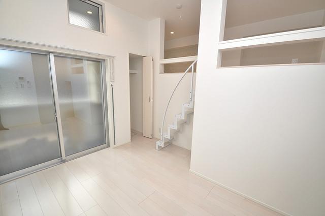 RESTAURO 明るいお部屋はゆったりとしていて、心地よい空間です