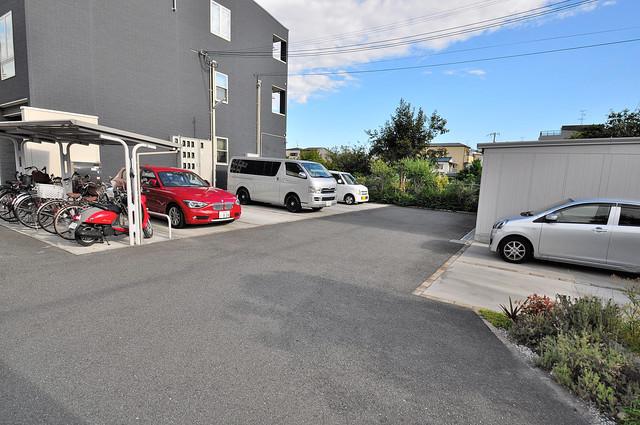 クリスタルガーデン カラー 敷地内にある駐車場。愛車が目の届く所に置けると安心ですよね。