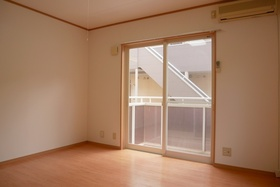 https://image.rentersnet.jp/87e6a012-6b9d-484c-8970-2b21ee610e89_property_picture_2419_large.jpg_cap_居室