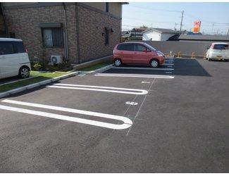 マンション前が駐車場です♪