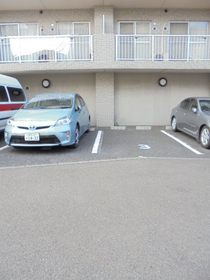 セゾンドカサハラⅡ駐車場