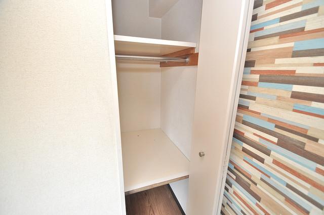 イスタナ・フセ 収納がたくさんあると、お部屋がすっきり片付きますね。