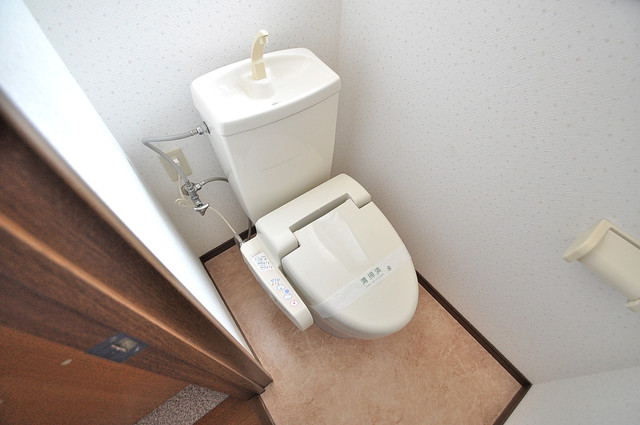 カーサ布施Ⅱ 清潔感たっぷりのトイレです。入るとホッとする、そんな空間。