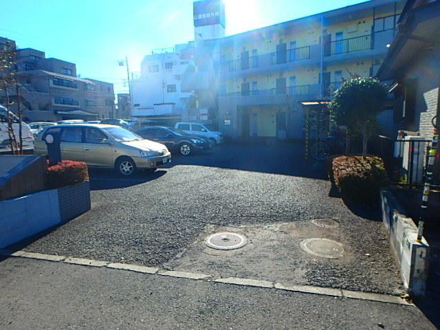 ベルガーデン駐車場