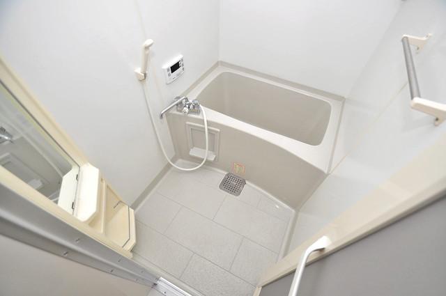 カーサ・エクレール A棟 足を伸ばして、ゆっくりできる大きなバスルームですよ。