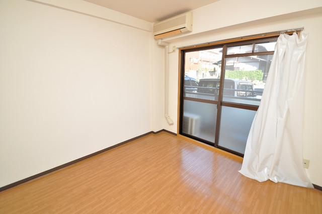 ジャルディーノ壱番館 窓があるので風通しが良く、快適な睡眠がとれそうですね。
