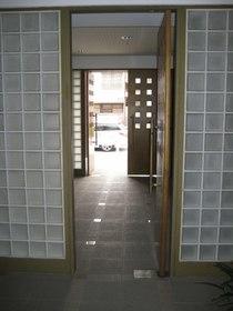 綱島駅 バス10分「駒岡十字路」徒歩2分エントランス