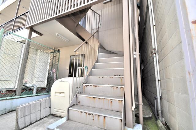プレアール大蓮 この階段を登った先にあなたの新生活が待っていますよ。