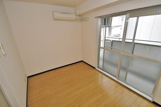 アリーヴェデルチ小阪 明るいお部屋はゆったりとしていて、心地よい空間です