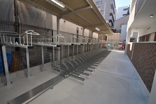Luxe今里Ⅱ 屋内にある駐輪場は大切な自転車を雨から守ってくれます。