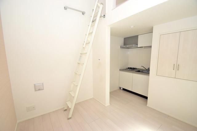 ハーモニーテラス西堤楠町 白を基調としたリビングはお部屋の中がとても明るいですよ。