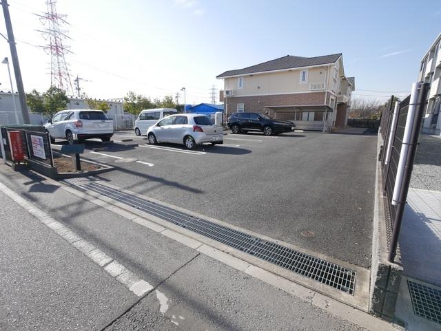 愛甲石田駅 バス6分「長沼」徒歩12分駐車場