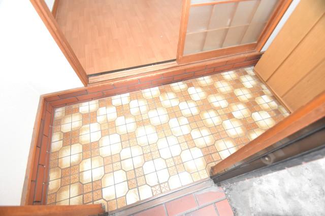 巽北1-29-14 貸家 素敵な玄関は毎朝あなたを元気に送りだしてくれますよ。