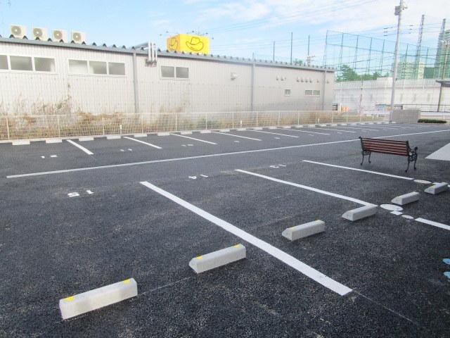 ノア・クレスト駐車場