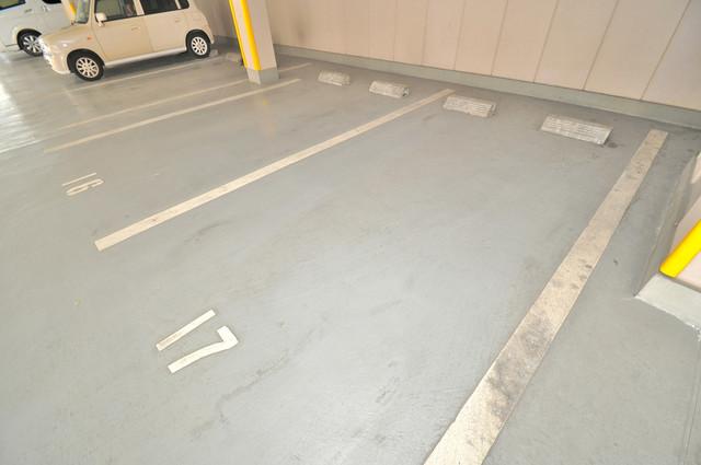 サンパティーク・メゾン 敷地内にある駐車場。愛車が目の届く所に置けると安心ですよね。
