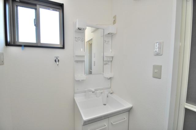 みおつくし布施 窓のある明るい洗面所は風通しが良いですよ。