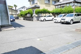 https://image.rentersnet.jp/8a3f0a79-e9d0-4b02-8e15-2139b1c0d846_property_picture_2419_large.jpg_cap_駐車場