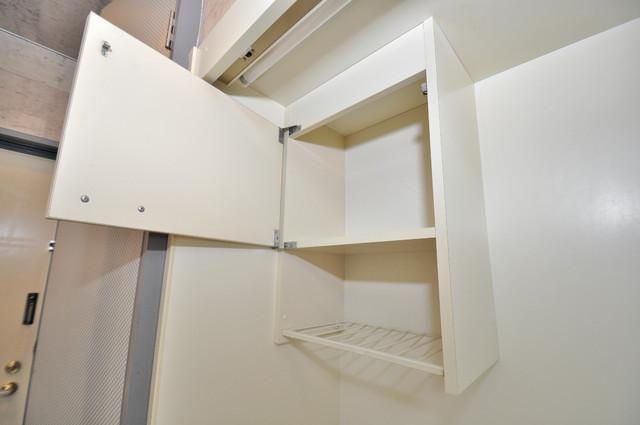 エスポアール春日Ⅱ キッチン棚も付いていて食器収納も困りませんね。