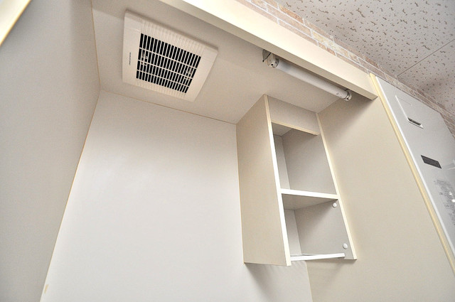 金沢ビル キッチン棚も付いていて食器収納も困りませんね。