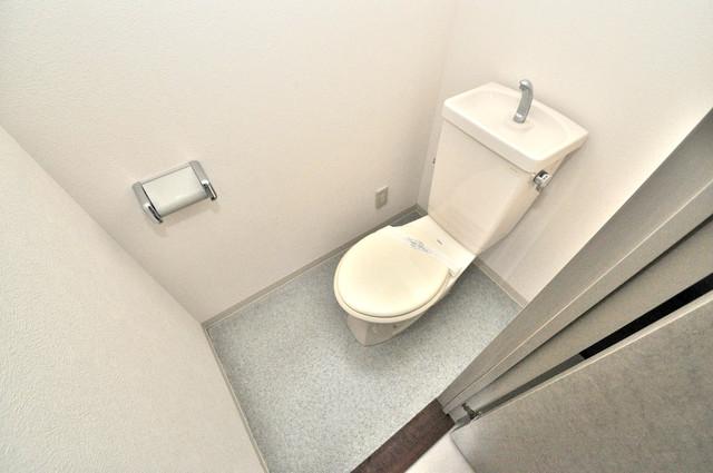 シャトル新深江 清潔感たっぷりのトイレです。入るとホッとする、そんな空間。