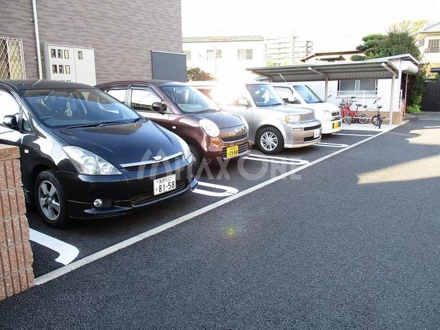 アストライア駐車場