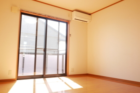 https://image.rentersnet.jp/8aec6d93-3a76-4330-8081-8e52d03fa6f5_property_picture_2419_large.jpg_cap_居室
