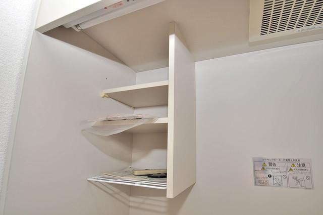 永和ビル キッチンの上にはこのような収納があるので便利ですね。