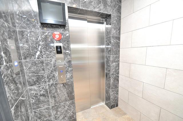 レジュールアッシュOSAKA新深江 嬉しい事にエレベーターがあります。重い荷物を持っていても安心