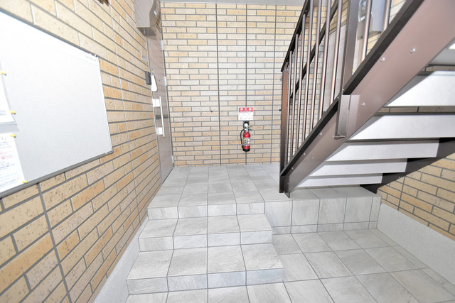 Queen Serenity(クイーンセレニティ) 玄関まで伸びる廊下がきれいに片づけられています。