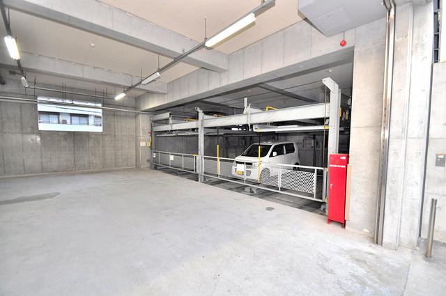 八戸ノ里HIROビル 屋根付き駐車場は大切な愛車を雨風から守ってくれます。