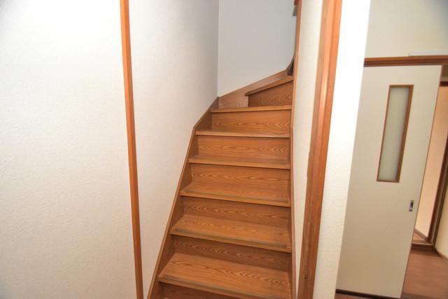 巽北1-29-14 貸家 広い階段がありますよ。