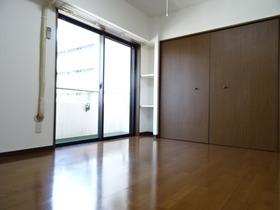 https://image.rentersnet.jp/8bc8bf754599cd51180b1506087ac879_property_picture_2418_large.jpg_cap_6.4帖の洋室