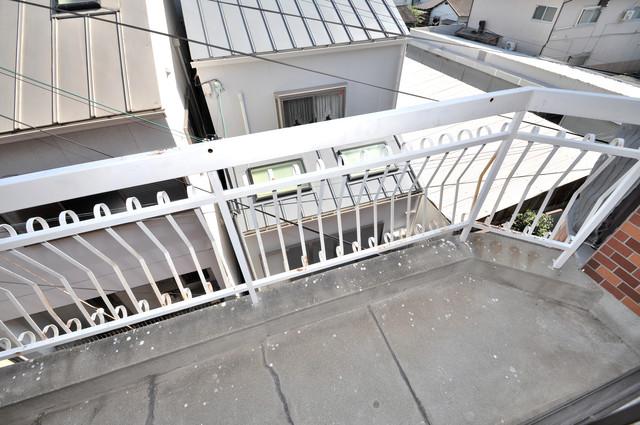 太平寺2丁目 連棟住宅 バルコニーは陽当たりが良く、洗濯物も気持ち良く乾きます。