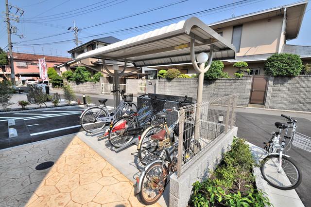 グラディート 屋内にある駐輪場は大切な自転車を雨から守ってくれます。