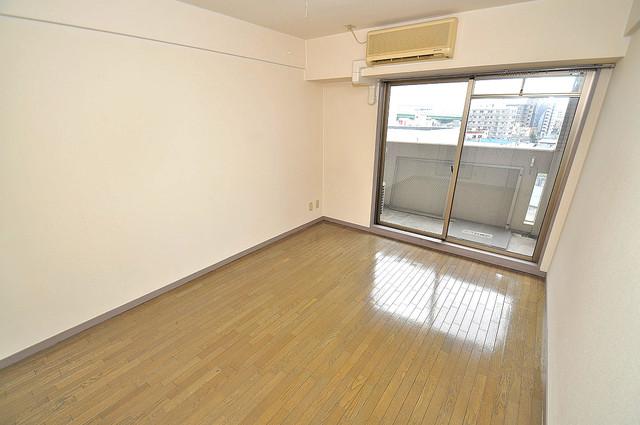 ジオ・グランデ高井田 落ち着いた雰囲気のこのお部屋でゆっくりお休みください。