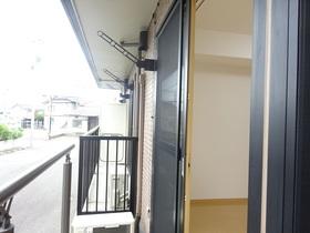 https://image.rentersnet.jp/8c519881-0169-47eb-9e72-251d664dce85_property_picture_1991_large.jpg_cap_エントランス