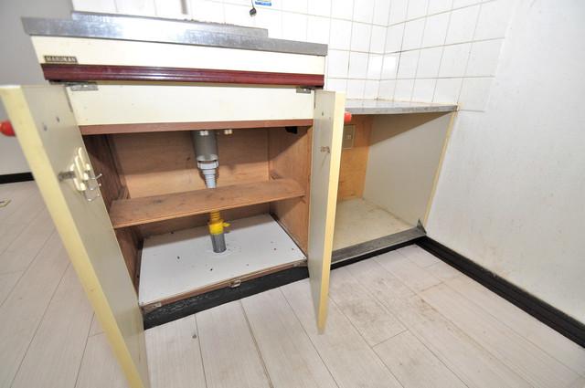 メルヘン新今里 キッチン棚も付いていて食器収納も困りませんね。